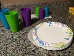 Papierowe talerze, plastikowe kubki
